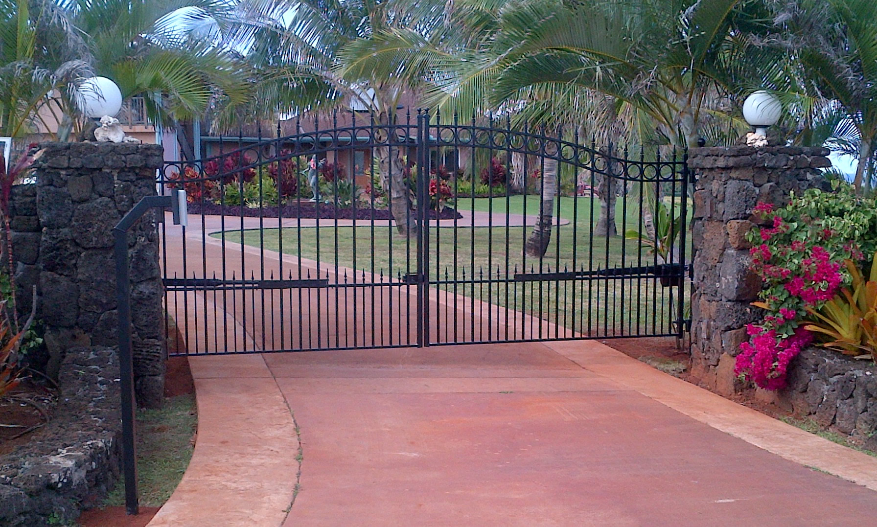 Amazing gates driveway gate sale and polaris gate opener sale for Ready made driveway gates